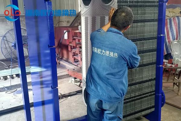香港铜锣湾广场(怀化)2台大型板式换热器